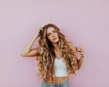 5 Steps to Tame a Frizzy Mane